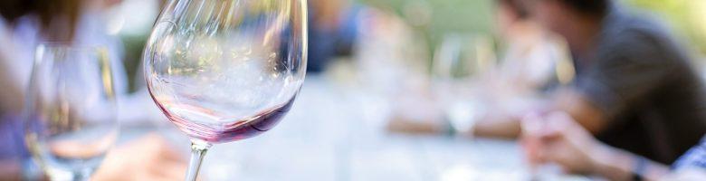 Bere vino prima dei pasti fa mangiare di più