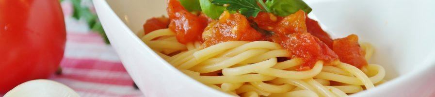 Come preparare un buon piatto di spaghetti al pomodoro e basilico